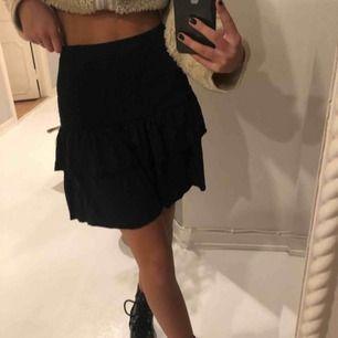 Fin super stretchig kjol från veromoda! Den är mörkblå🦋🦋🦋🦋💙💙💙