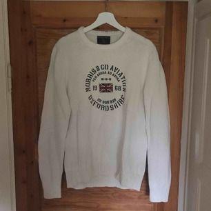Morris tröja som är använd vid ett fåtal tillfällen (2-3 gånger). Säljer den eftersom att den är något stor för mig då den är stor i storleken och motsvarar large ungefär. Kommer från ett djur och rökfritt hem.