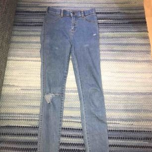 Jättesnygga jeans från dr denim som tyvärr har blivit försmå för mig, i bra skick!