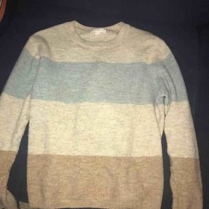 Stickad tröja från HM i bra skick, tyvärr har jag ingen användning av den