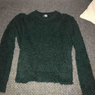 Lurvig tröja från H&M, nästan oanvänd så i väldigt bra skick!