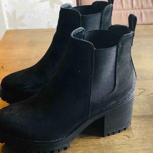 Råka köpa två par! 💞🙈 Super bekväma höst/vinter skor!  Från Prettylittlething