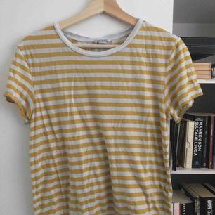 T-shirt från Monki!