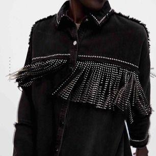 INTRESSEKOLL på min skitsnygga Jacka från Zara. ⚡️ storlek Lagre. Säljer för rätt pris 🥰