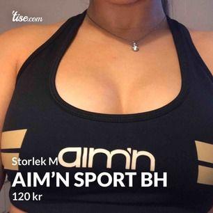 """En as snygg sportbh som håller fast men framhäver även bröstet så man får inte en """"korv""""!! Den är knappt använd dock lite för stor för mig! In och uttagbar kuddar☺️"""