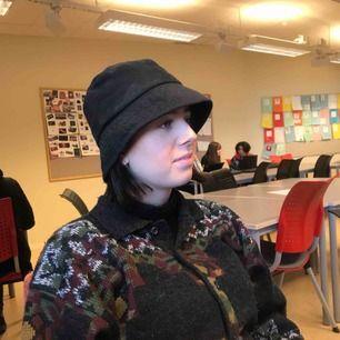 Nice buckethat:))) Fraktar för 30:- eller möts upp i Umeå!⚡️