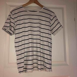 Race Marine-tshirt, unisex. Använd väldigt få gånger. 60kr eller högsta bud. Köparen står för frakt!