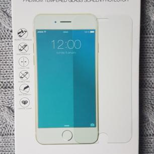 Frakt ingår💕 skyddsglas ideal of sweden. Iphone 8+  Oöppnat