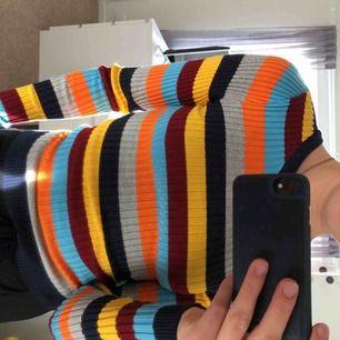 Oanvänd skön färgglad tröja