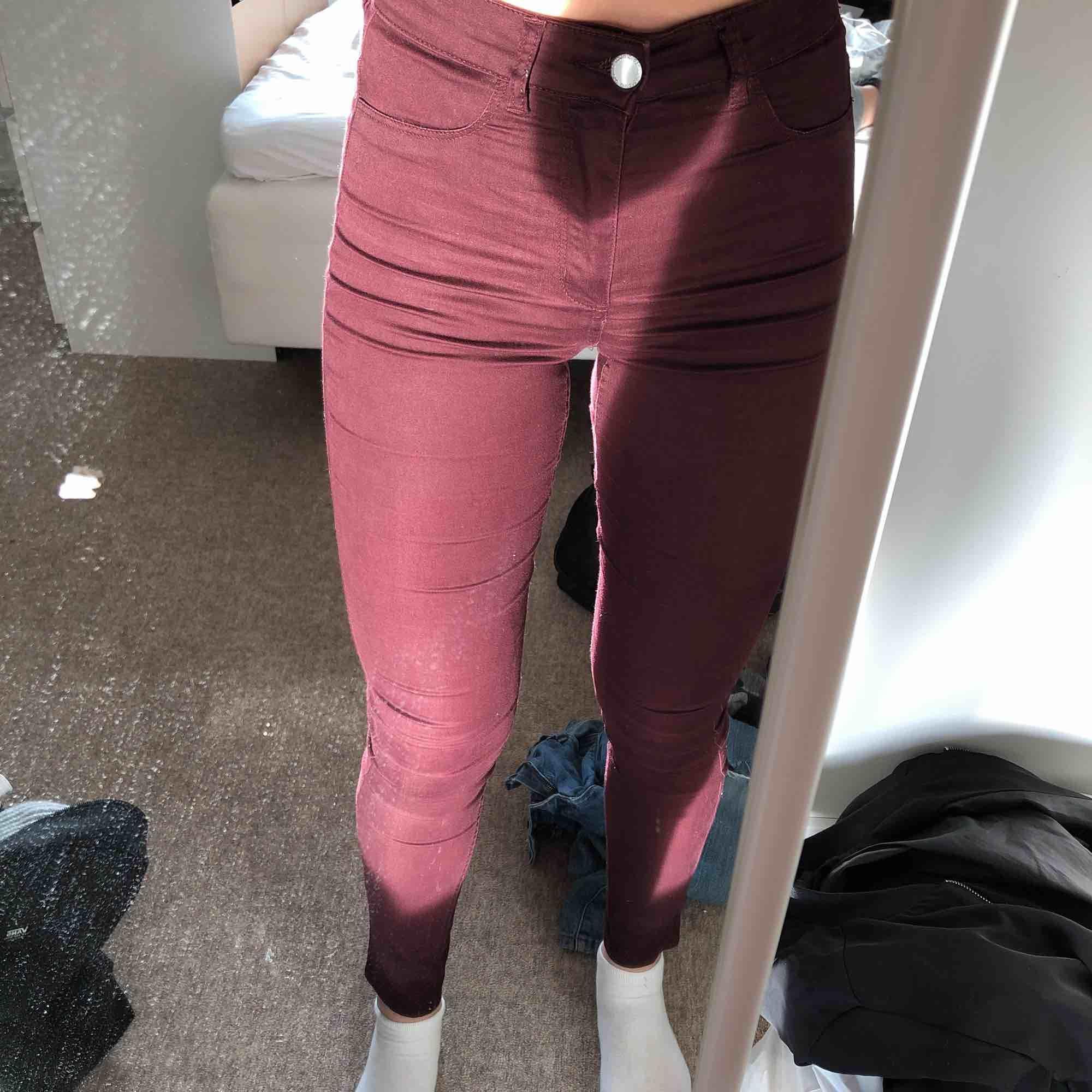 Skitballa byxor som inte passar :( sitter som en smäck!;) . Jeans & Byxor.