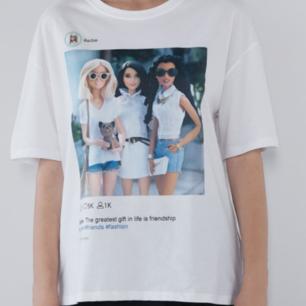 En jättefin t-shirt från Zara. Oanvänd. Kan tänka mig att gå ner i pris vid snabb affär.🦋