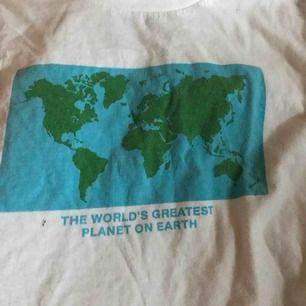 Riktigt cool tröja från dedicated som tyvärr aldrig kommer till användning längre utan bara ligger.