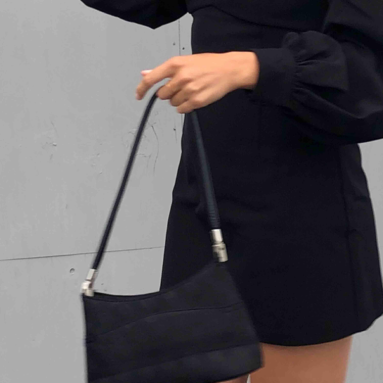 Liten praktisk väska, i fint skick. . Väskor.