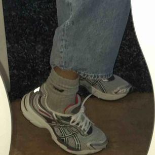 Helt nya spring-skor från asics. Pris kan diskuteras, köptes för ca 600 kr. köpare står för frakt 💕