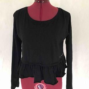 Bondelid tröja, lite kortare & bredare i modellen, jätte fin, säljes då den ej är till användning! Frakten står du för😊