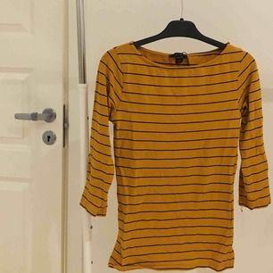 mustard yellow halvt långärmad tröja !