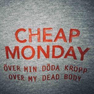 """Så snygg sweatshirt från cheap monday med trycket """"över min döda kropp"""" en av mina favorit tröjor men den är för liten och helt oanvänd.  Hör av er för mer bilder eller annan info ⭐️⭐️"""