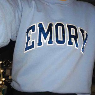 Snygg sweatshirt från champion i strl S. Kommer inte till användning!     Hör av er för mer bilder eller mer info ⭐️⭐️