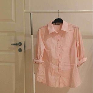 ljusrosa bomullsskjorta!