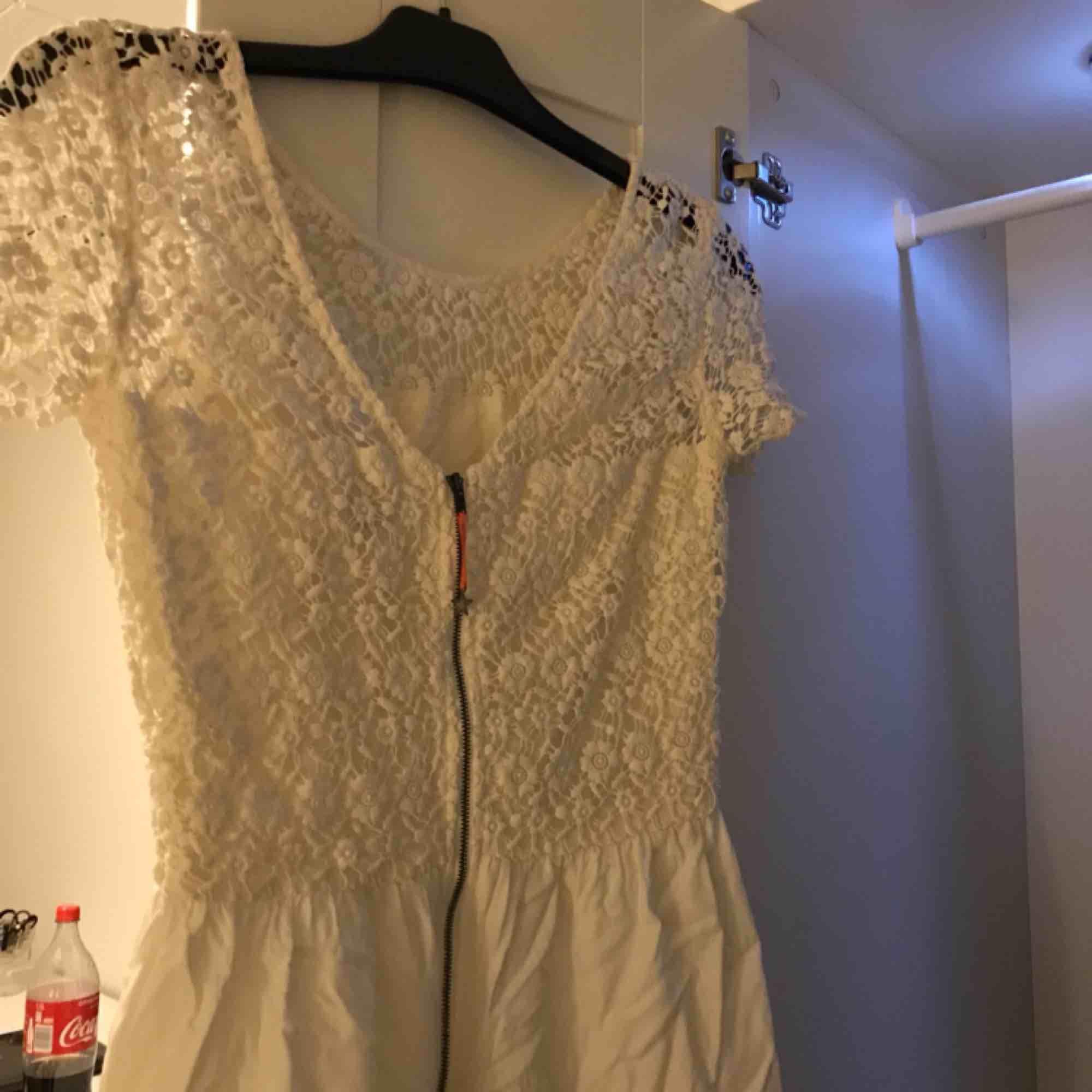 Klänning från Tommy hilfigher storlek XS, använd en gång så i nyskick!   Kontakt: 0732500530 Frakt:+ 36kr. Klänningar.
