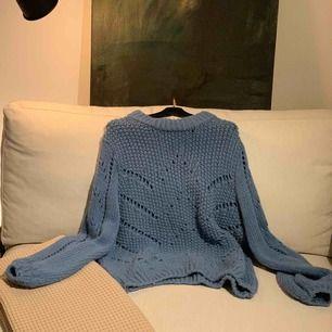 Supersnygg chunky grovstickad tröja med ballongärmar ifrån H&m Trend. Använd en gång. Nypris 699:-