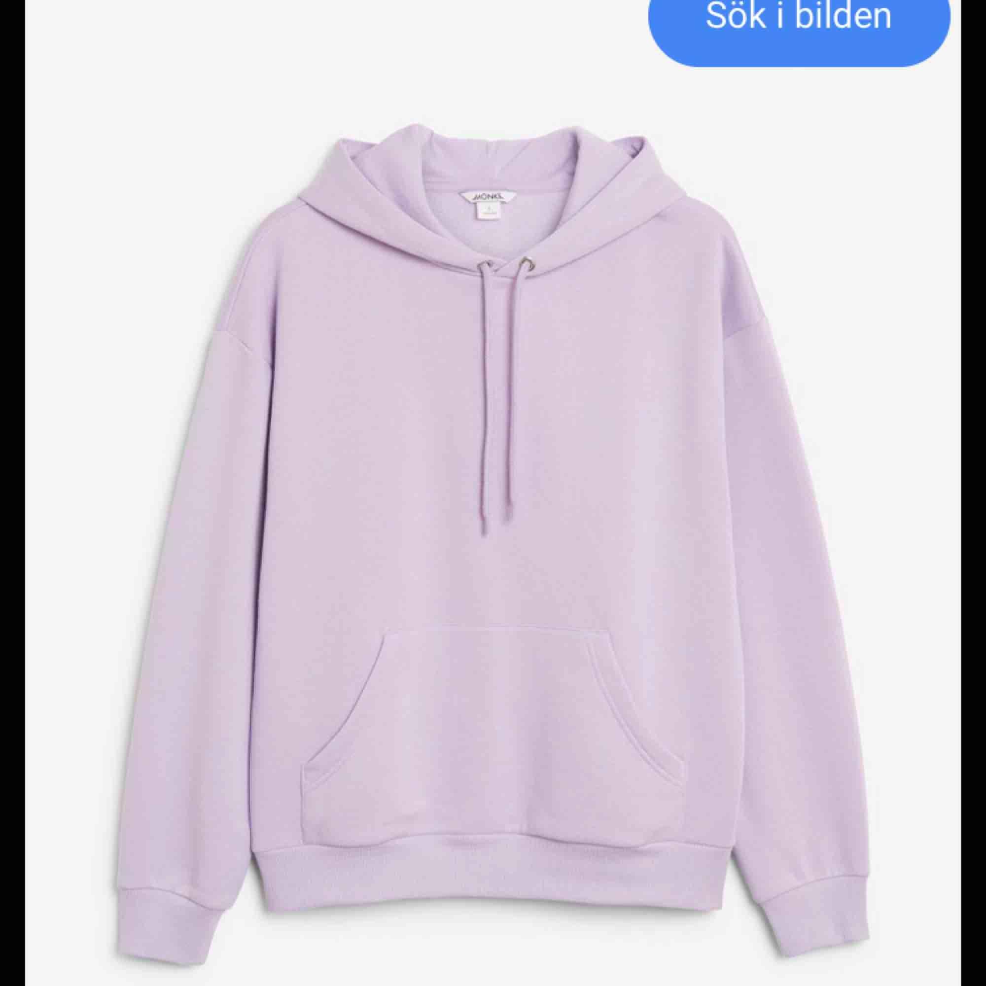 En lila hoodie från monki, jättefin men kommer aldrig till användning längre:(💗. Huvtröjor & Träningströjor.