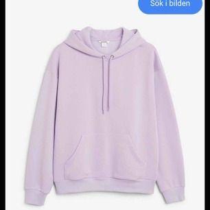 En lila hoodie från monki, jättefin men kommer aldrig till användning längre:(💗