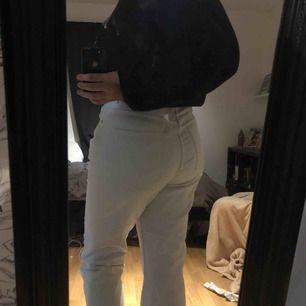 33/32  Skitfina raka jeans från Weekday hyfsat använda  lite korta på mig som e 177cm