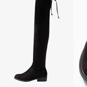 Ej använda många gånger. Svarta overknee boots.  Köptes för 699kr