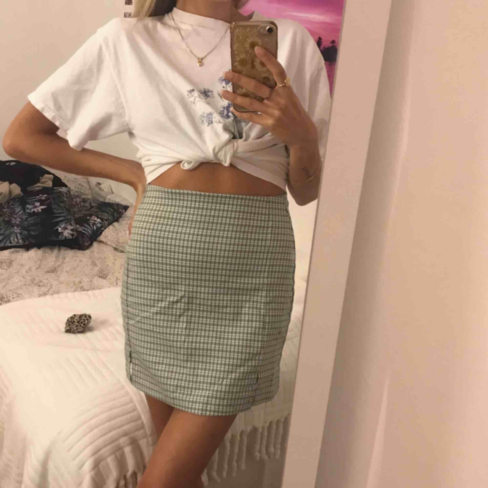 Söt kjol från Brandy Melville, som aldrig kommit till användning! . Kjolar.