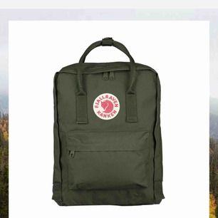 Grön fjällräven ryggsäck, använd högst 5 gånger. Pris kan diskuteras och jag kan skicka bilder på den om så behövs! 🥰