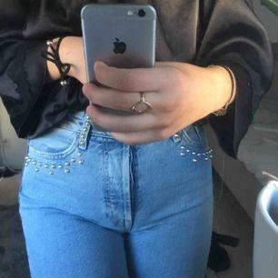 Sitter super snyggt!!💫💫  mina favvo jeans (frakt tillkommer)