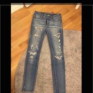 Sparsamt använda jeans i bra skick
