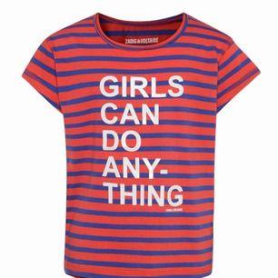 Helt ny t-shirt från Zadig et Voltaire. Aldrog använd eller testad. ( barnstorlek 176cm) motsvarar en normal storlek S. Snyggt tryck och skönt material.