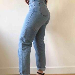 Ett par blåa jeans från monki i bra skick:) säljer då jag inte använder längre🌎frakt ingår