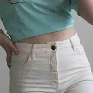 vita shorts från monki, aldrig använda pga, för stor storlek🥬😎✌🏻💖