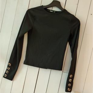 Croppad tröja i STL xs, aldrig använd
