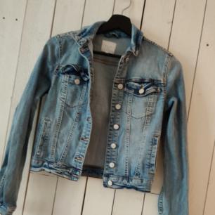 Jeans jacka i storlek xs
