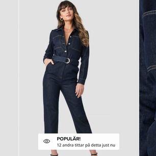 Säljer en helt oanvänd jumpsuit i stolek xss men stor i stoleken så den sitter som en xs.riktigt cool, köparen står för frakt