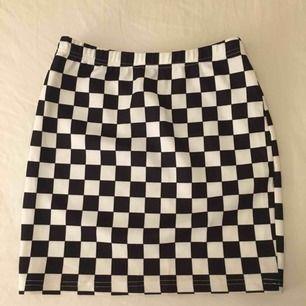 Skitsnygg oanvänd kjol