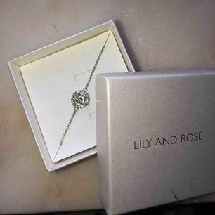 Superfint Lily and Rose armband! Armbandet är i nyskick✨ Köparen står för frakten på 9kr🥰