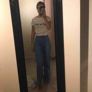 Kostym byxor i ascool blå färg, köpta i second hand affär i Malmö , jag är 170 sitter som en smäck