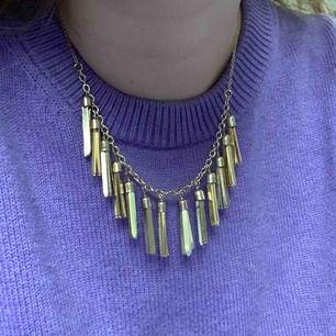 Halsband med tre olika justerbara längder, frakt är inräknat i priset.