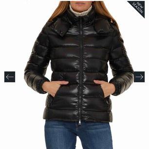 Säljer min svarta moncler jacka i storlek 1 vilket motsvarar XS/S. Köpte den i Augusti 2019 så den är som ny! Möts upp i Stockholm men kan även frakta (Köparen står för fraktkostnaden)