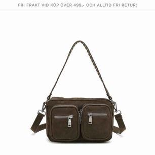Noella väska i mellan modellen (den populära) köpt för 700/800kr på miinto för 2 månader sen ungefär !! Så bra skick!!