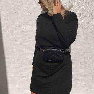 Väska från Nelly! Jättefin och kan bäras på många olika sätt!⭐️