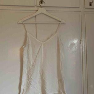 Vitt linne från hm, aldrig använt. Strl 40. (Behöver strykas hehe)