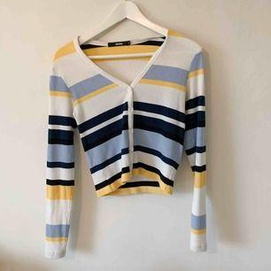 Långärmad tröja från bikbok, använd ett få antal gånger. Frakt på 35kr tillkommer 🥰