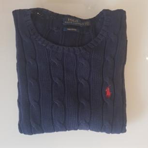 Marinblå tröja från ralph lauren, frakt ingår i priset💕