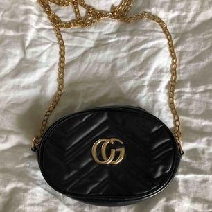 BUDA ÖVER 150kr  Helt oanvänd, görsnygg Gucci väska (fake)